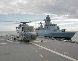 "The Navy's maritime surveillance resources: a Sea Lynx helicopter on the flight deck of the F122 frigate ""Rheinland Pfalz"" and the F261 corvette ""Magdeburg""."