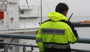 An employee of the Central Command for Maritime Emergencies on operation.