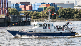 "Vessel ""Glückstadt"" of the Federal Customs Administration during a patrol through the harbour in Hamburg."